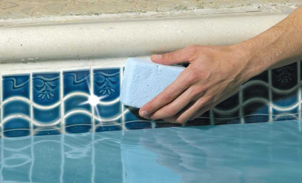 Cleaning the Crust on the Walls of the Pool