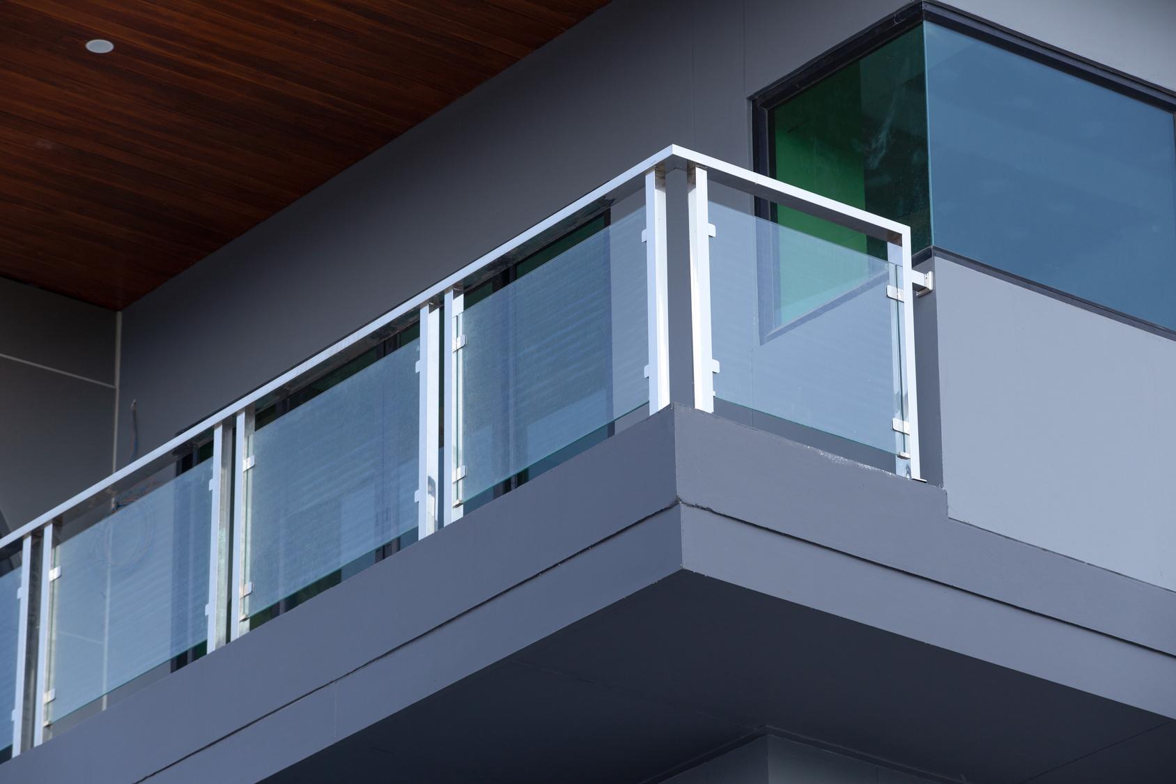 Minimalist Glass Railing Connection